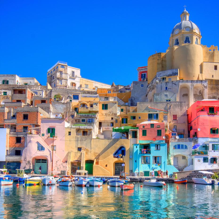 Мартовские праздники в Неаполе (Италия), дешевые авиабилеты и отели от 11476 руб.