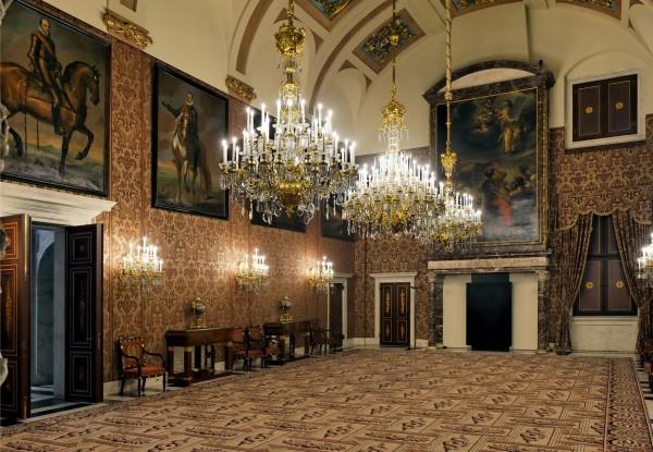 Роскошь внутреннего убранства королевского дворца в Амстердаме
