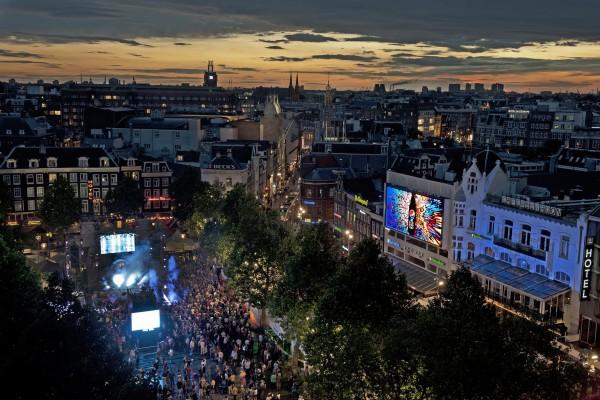Ночная жизнь на Площади Рембрандта в Амстердаме