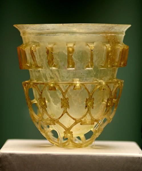 Античное изделие из стекла в государственном античном собрании в Мюнхене