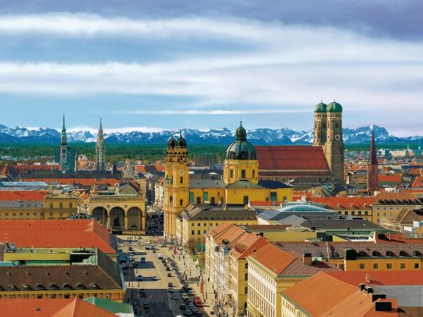 Мюнхен на фоне гор