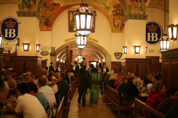 Внутренний зал Пивного ресторана Хофбройхаус