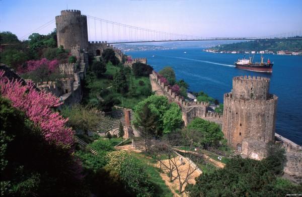 Вид с крепости на пролив Босфор в Стамбуле