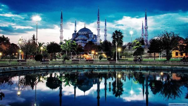 Площадь Султанахмет в Стамбуле на закате