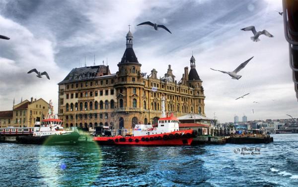 Вид с Босфора на Вокзал Хайдарпаша в Стамбуле