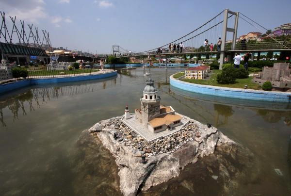 Копия Девичьей башни в миниатюре в Парке Миниатюрк в Стамбуле