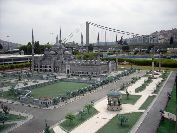 Голубая мечеть в миниатюре в Парке Миниатюрк в Стамбуле