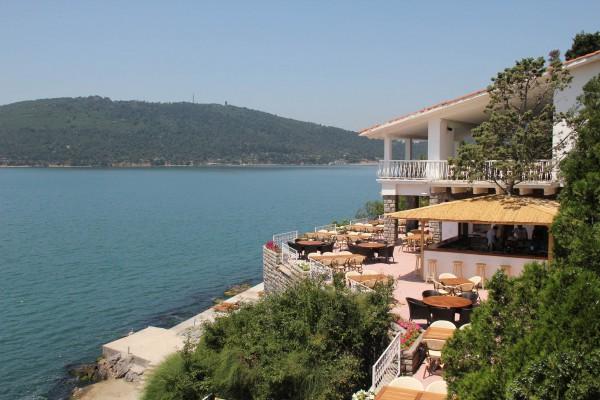 Рестораны на берегу Принцевых островов недалеко от Стамбула