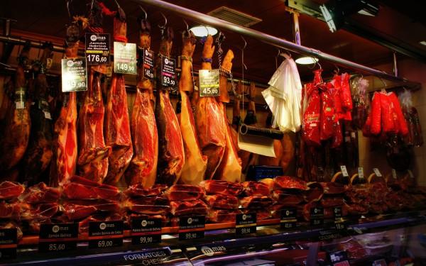 Настоящий хамон на рынке Бокерия в Барселоне