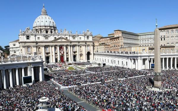 Площадь перед Собором Святого Петра в Ватикане
