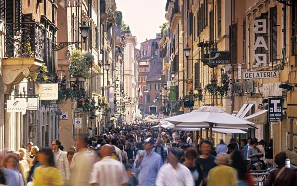 Улочка Виа Кондотти в Риме