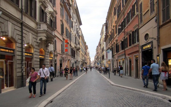 Улица Виа дель Бабуино в Риме