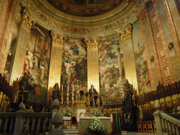 Интерьер Базилики Святого Франциска в Мадриде