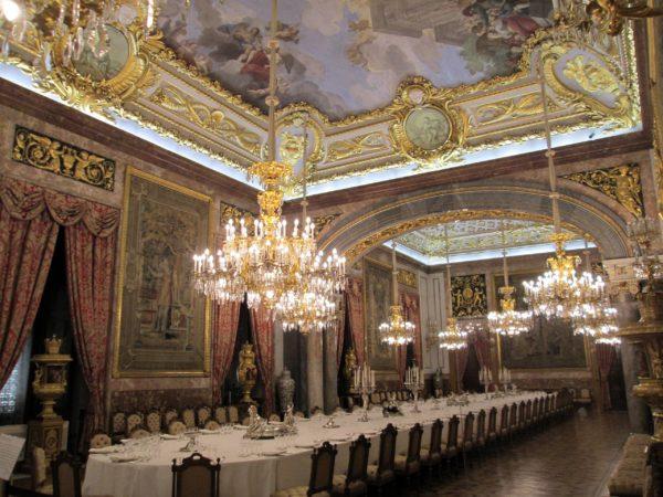 Интерьер королевского дворца в Мадриде