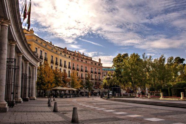 Восточная площадь или Плаза-де-Ориенте в Мадриде