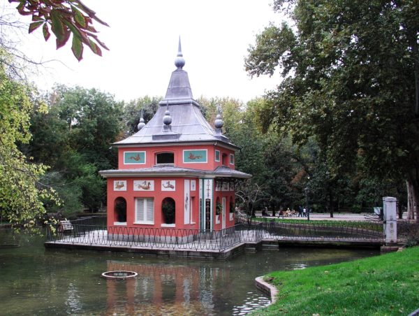 Касита дель Пескадор в парке Ретиро в Мадриде