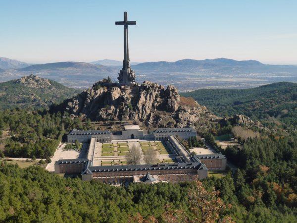 Вид сверху на Долину Павших в Мадриде