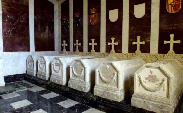 Королевские останки во Дворце Эскориал Филиппа II в Мадриде