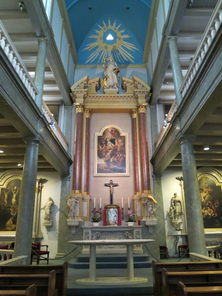 Внутри церкви бегинажа в Амстердаме
