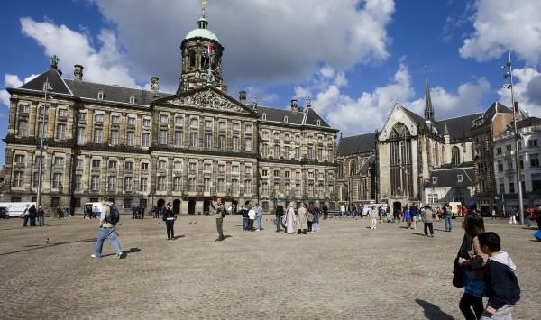 Фасад королевского дворца в Амстердаме