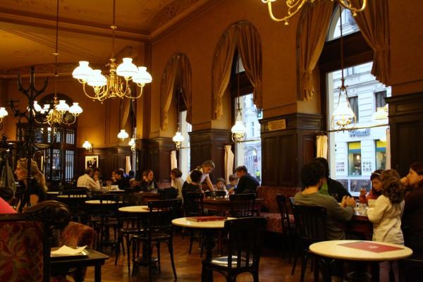 Интерьер венской кофейни