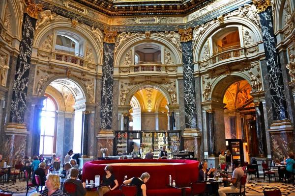Холл венского музея истории искусств