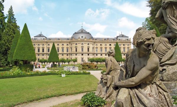 Парковые скульптуры в Ховгартене