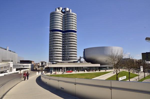 Представительство и музей БМВ в виде двигателя