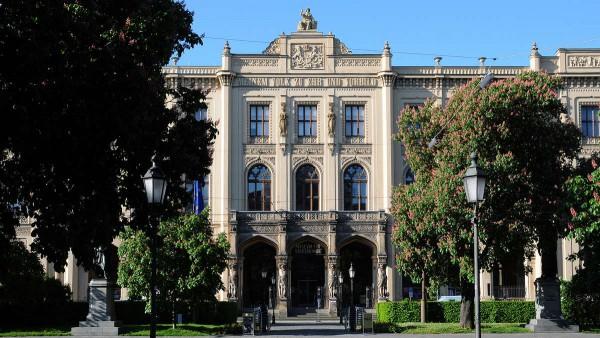 Вход в Музей пяти континентов в Мюнхене