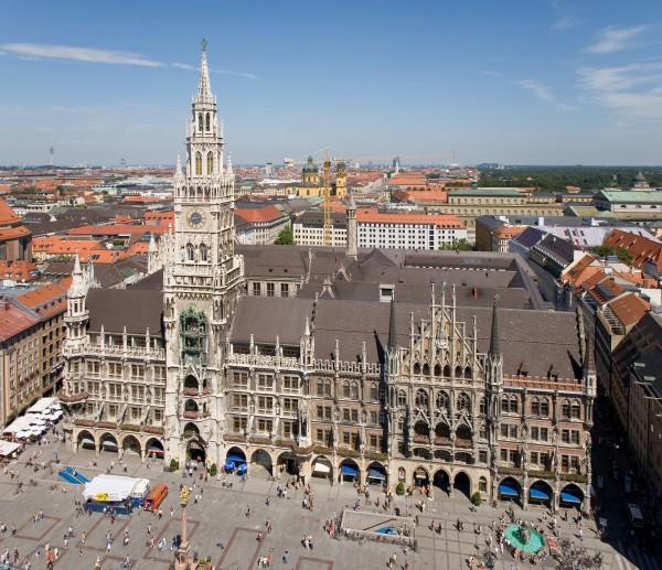 Новая мюнхенская ратуша с высоты птичьего полета