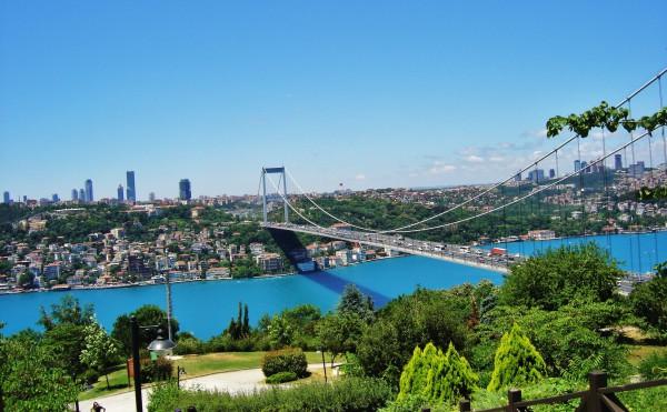 Вид на пролив Босфор в Стамбуле