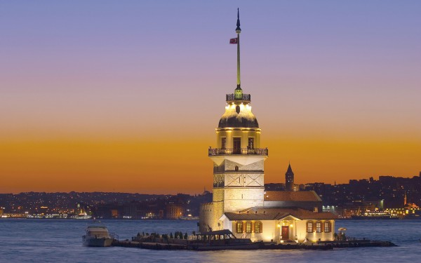 Девичья башня на проливе Босфор в Стамбуле