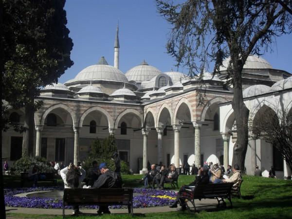Внутренний двор Дворца Топкапы в Стамбуле