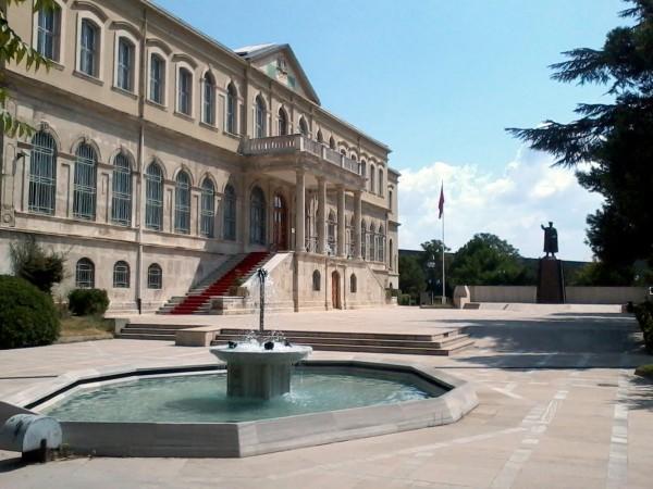 Вход в стамбульский военный музей