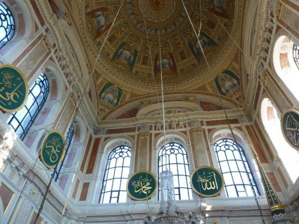 Воздушная роспись мечети из ресторана Ортакёй в Стамбуле