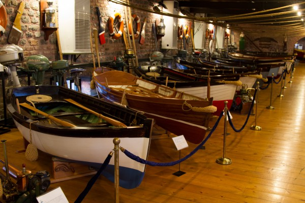 Зал с морскими судами в музее Рахми Коча в Стамбуле