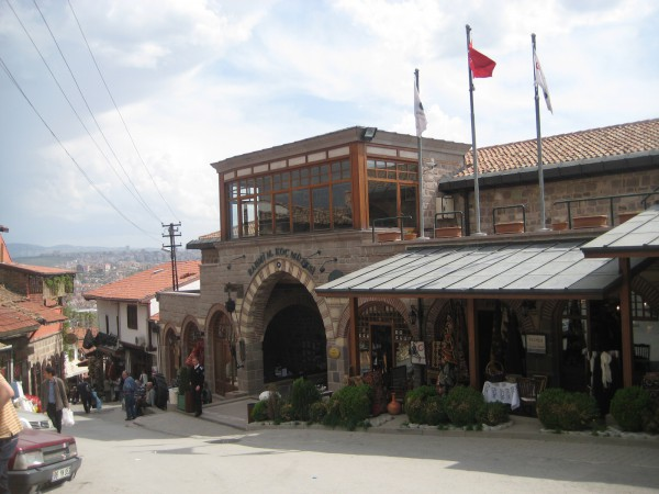 Вход в музей Рахми Коча в Стамбуле