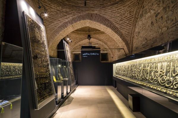 Стильные залы музея турецкого и исламского искусства в Стамбуле