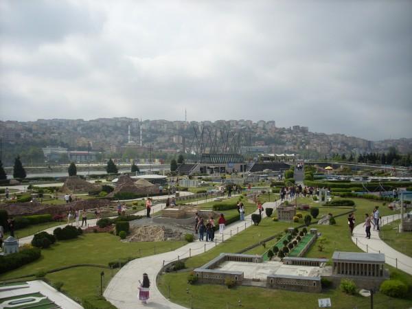 Общий вид на Парк Миниатюрк в Стамбуле