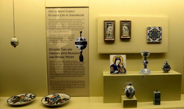 Экспозиция фарфора в Музее Пера в Стамбуле