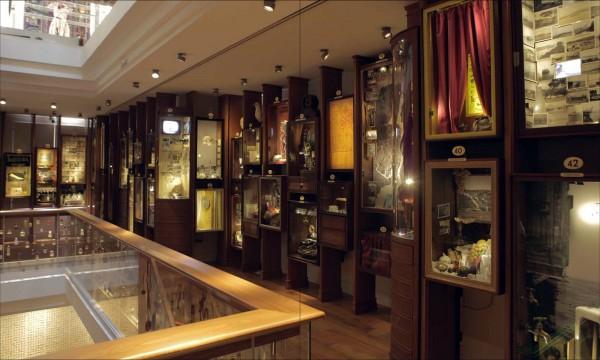 Зал музея Невинности в Стамбуле
