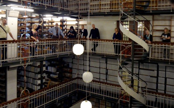 Хранилища книг в королевской датской библиотеке в Копенгагене