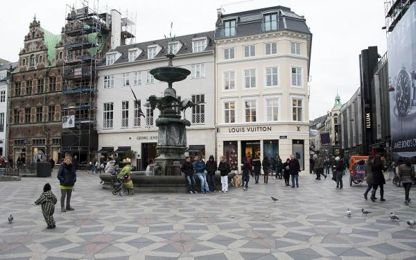 Фонтан на площади Амагер Торв в Копенгагене