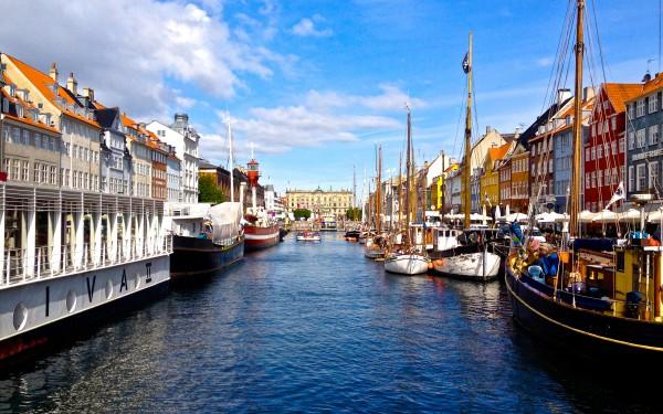 Ровная гладь канала Копенгагена