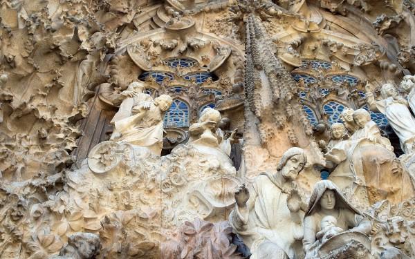 Скульптуры храма Храма Святого Семейства