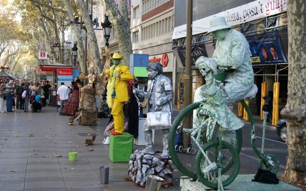 Мимы на Рамблас в Барселоне