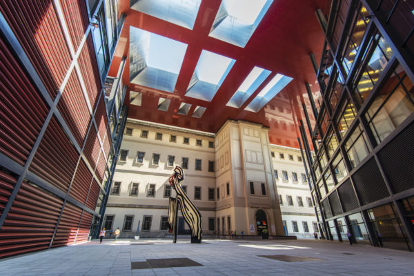 Внутренний двор центра искусств королевы Софии в Мадриде