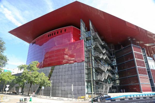 Здание центра искусств королевы Софии в Мадриде