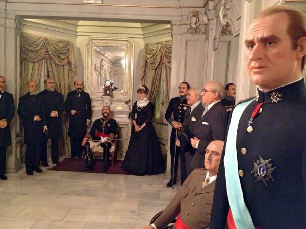 Королевская семья в музее восковых фигур в Мадриде