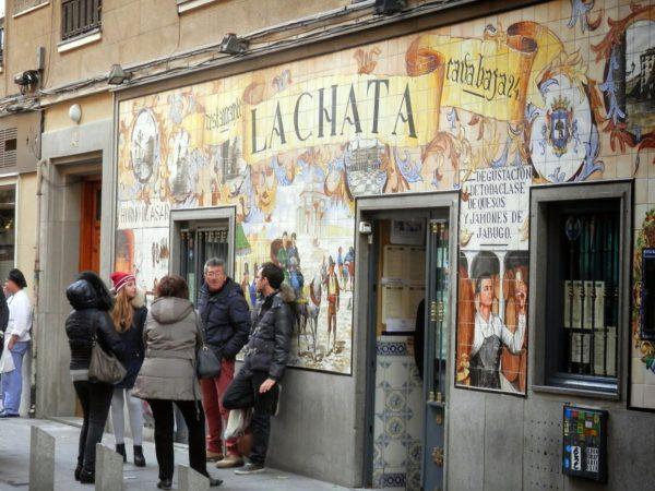 Кафе на улице Кава Баха в Мадриде